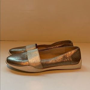 Kenneth Cole gold leather flats size 8